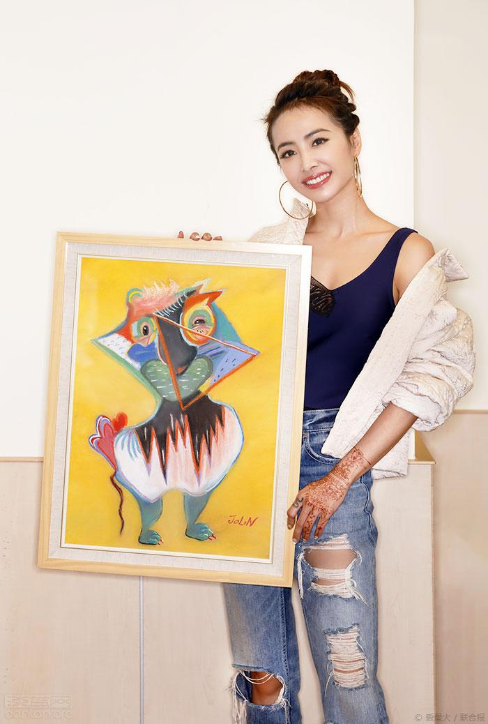 蔡依林挺同志手绘画20万拍出