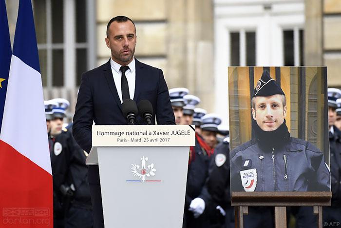 巴黎恐袭殉职警察下葬之时,法国出现反同性恋言论
