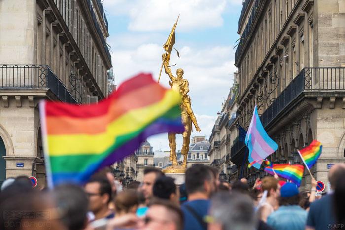 法国总统发帖力挺巴黎同志骄傲节