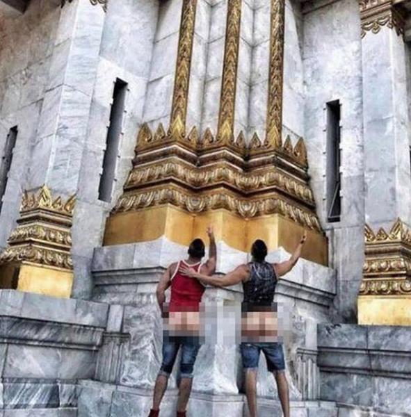 美同性恋游客 在泰国露臀拍照被拘留面临5年监禁