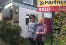 79岁牧师给25岁同性爱人买房后被甩 秒变流浪汉