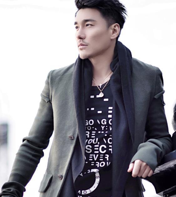 曾是知名男模、演员,却与陈冠希父亲传出绯闻,如今沦为路人