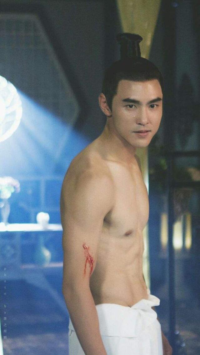 阮经天长得帅,身材好,演技又好,可他的情史却让人无言以对