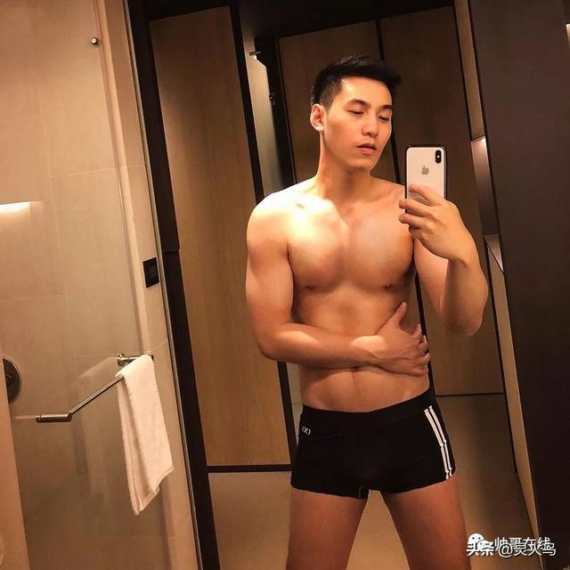 """地铁小哥神似""""钟汉良""""!人畜无害的小肌肉男模清新又舒服!"""