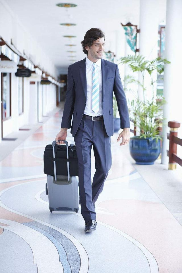 帅哥走路姿势透露出的信息,告诉你人品是否靠谱,多注意观察