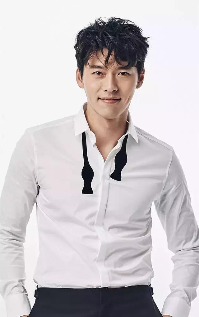 玄彬又帅了,白T恤配长大衣轻松穿出型男范!