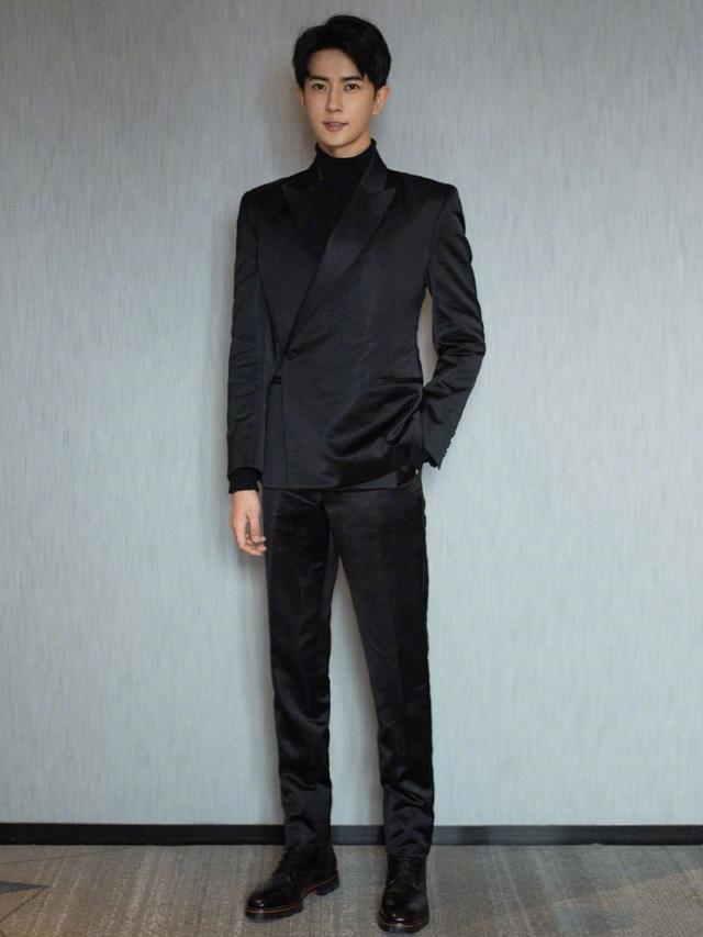同穿黑色造型,于朦胧仙气,许魏洲中山装配布鞋抢镜