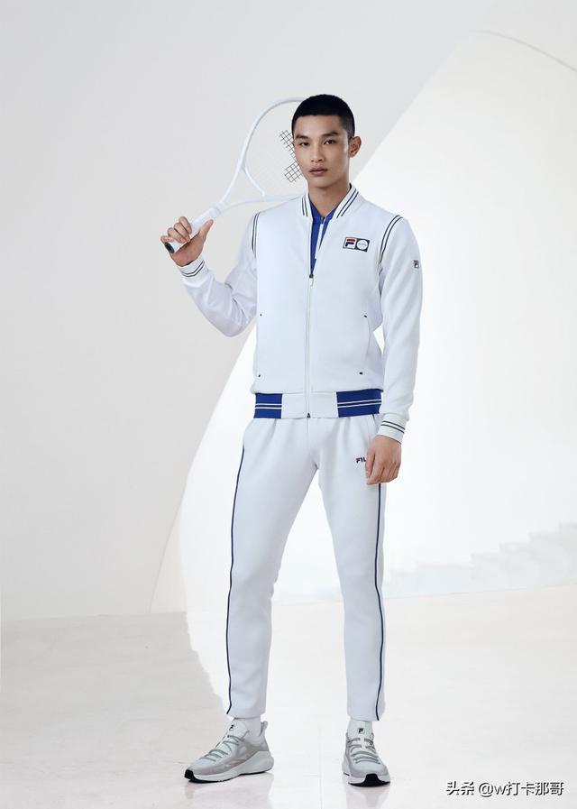 肩宽也能引得网友酸,这位模特帅哥曾还是兵哥、国家二级运动员