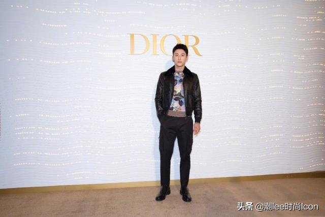 黄景瑜参加Dior活动系列,黑色夹克配休闲西裤