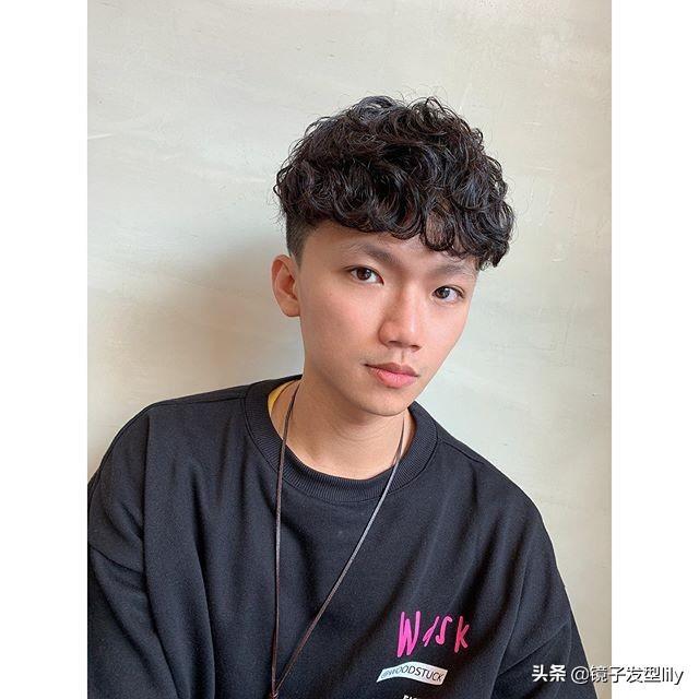 最受年轻男士欢迎的发型,烫个就是不一样,帅气更有型