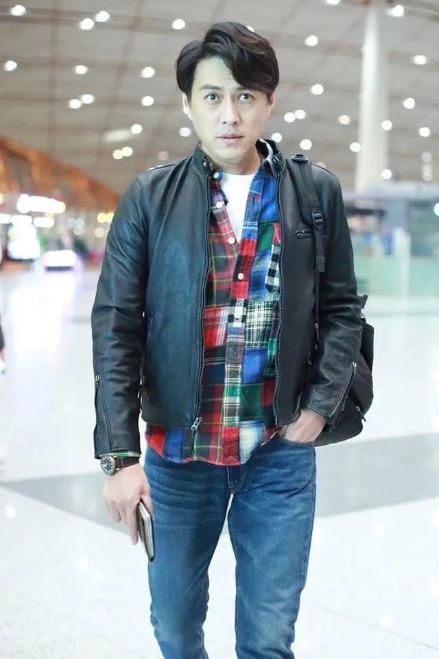 靳东不穿西装,换个风格,造型一样帅气时髦!看来他真的很会穿