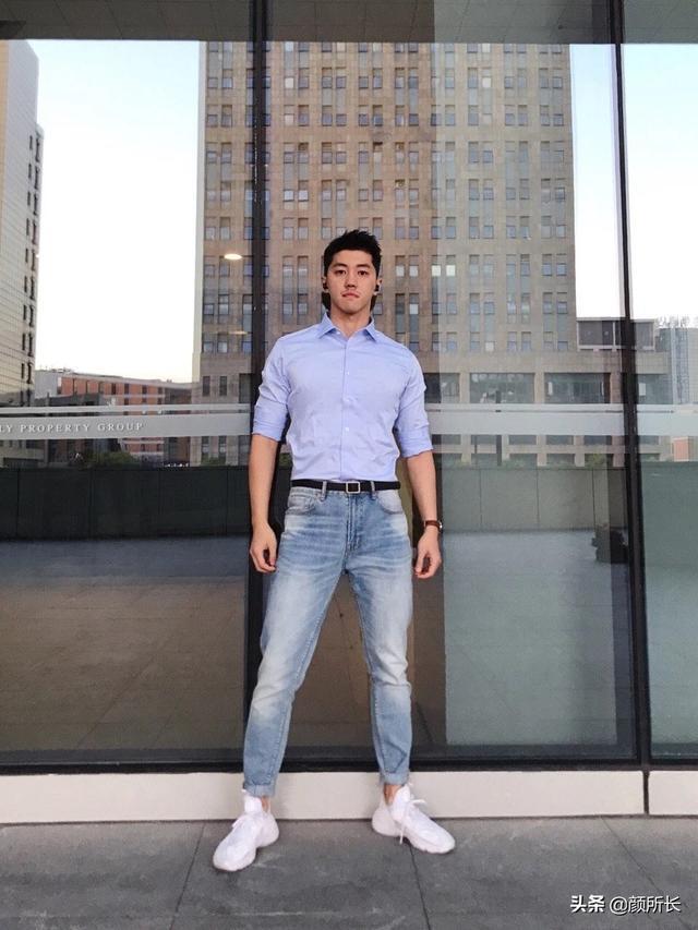 高又高又壮的肌肉帅哥,多张自拍迷人眼!