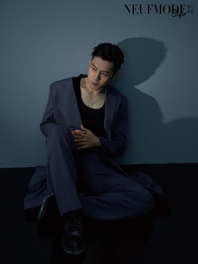 韩东君时尚大片,造型帅气十足,满满的硬汉风调!这身材很强悍