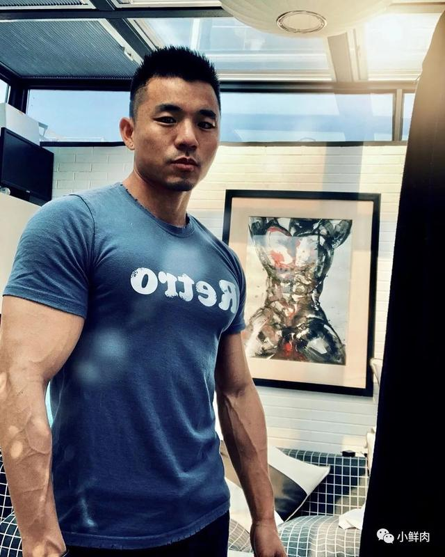 网友夸他为内蒙肌肉网红1哥,E杯胸肌实力太强大!